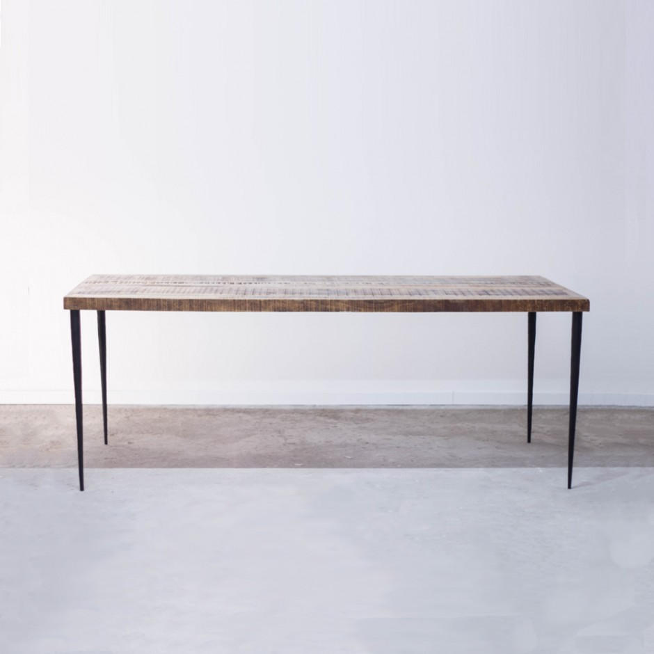 Table scandinave pied métal